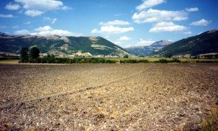 Altopiano plestino verso il valico di Fonte delle Mattinate e la valle del Chienti